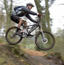 Mountain Bike Jump - Fonte: http://commons.wikimedia.org/wiki/Image:Mountain-bike-jump.jpg - Autore: Andy Armstrong
