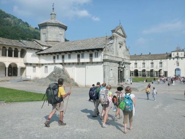 Cammino di Oropa, escursionisti - fonte: www.santuariodioropa.it