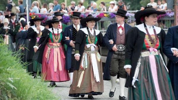 Costumi tradizionali - fonte: Val Gardena