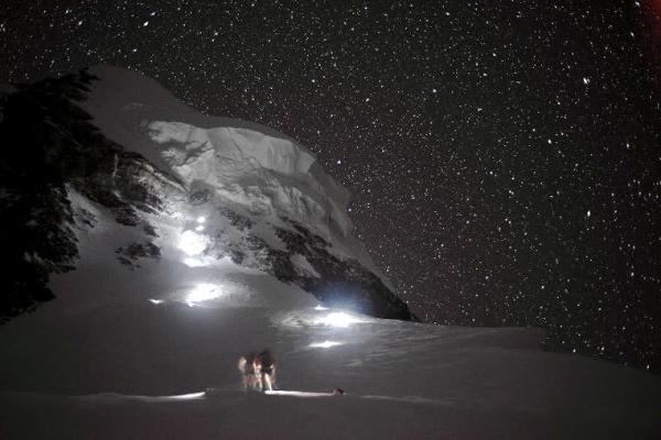 K2-notte; la cima; il collo di bottiglia. Foto: Daniele Nardi, EVK2CNR