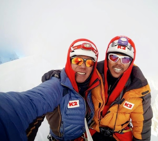 Seong Nakjong e An Chi Young  sulla cima del Gasherbrum V. Foto: Korean GV Expedition2014