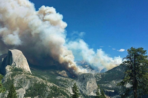 Brucia Yosemite. Foto scattata dal personale del Parco il 7 settembre 2014. Fonte: www.meteoportaleitalia.it