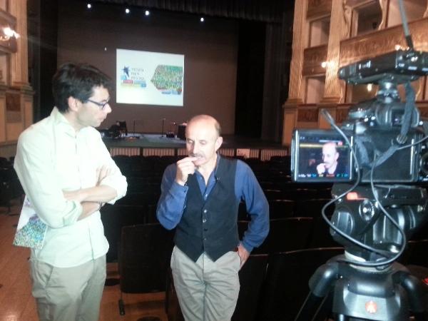 Andrea Bianchi intervista Giuseppe Cederna al Teatro Sociale di Trento, 2015. Foto: Simonetta Quirtano