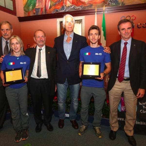 Premiazione atleti Jenny Lavarda e Stefano Ghisolfi. Foto: Ilario Biondi. Fonte: www.federclimb.it