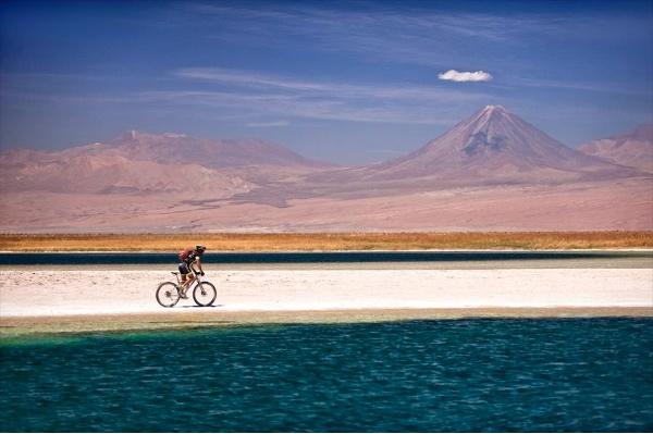 Willy Mulonia in Atacama. Fonte: press Adventure Awards Days 2015