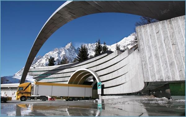 Traforo del Monte Bianco, ingresso dall'Italia. Fonte immagine: tunnelmb.net