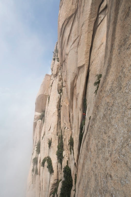 FA Climb Like You Dying. South Peak Mt. Huashan, Cina. Foto: Rocker Wang/Arc'Teryx