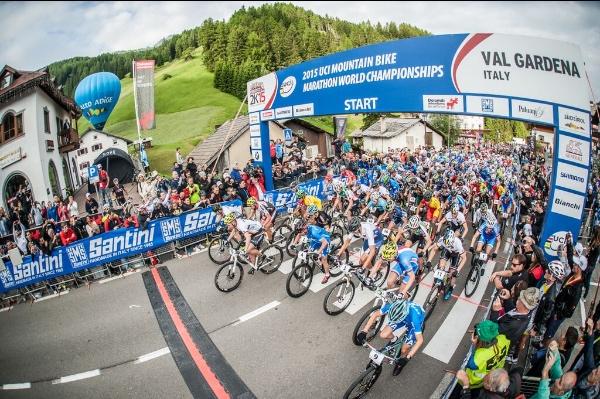 Mondiale UCI Marathon, start men. Fonte: Sellaronda Hero Mtb