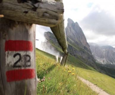 600px-Wanderwege_Groeden-fonte-val-gardena