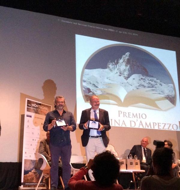 Edoardo Nesi e Stefano Ardito, vincitori del Premio Cortina d'Ampezzo 2015. Fonte: pagina facebook Premio