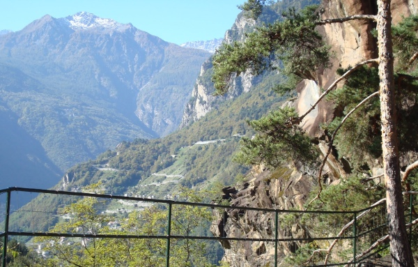 Parco Marmitte dei Giganti, Valchiavenna. Foto: Panoramio by Fam. Schaefer