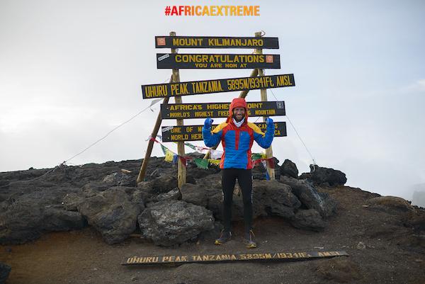 Africa Extreme 2015. Danilo Callegari in cima al Kilimanjaro. Fonte: press Callegari