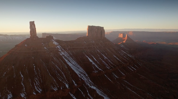 """Frame da """"Across the Sky"""", fonte: vimeo.com"""