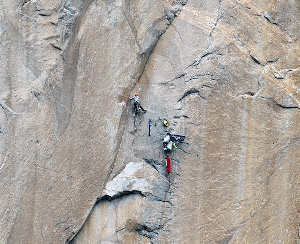 Meghan Curry in solitaria su Mescalito, El Cap - Yosemite. Foto: Tom Evans, El Cap Report