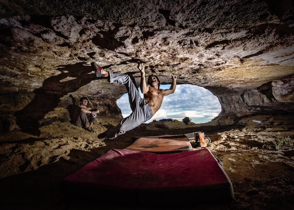 "Chris Sharma su ""Catalan Witness the Fitness"". Fonte: pagina facebook Sharma"