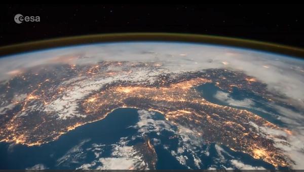 ESA: Le Alpi e l'Italia viste dallo spazio. Fonte: pagina twitter Tim Peake/ESA