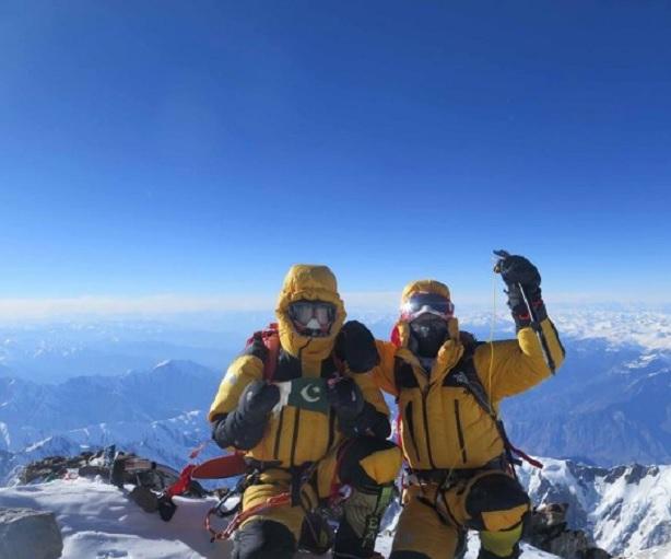 Simone Moro e Ali Sadpara sulla vetta del Nanga Parbat (8125 m), prima invernale