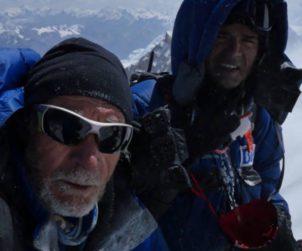 Carlos Soria e Carlos Martinez in vetta all'Annapurna. Fonte: pagina facebook Soria