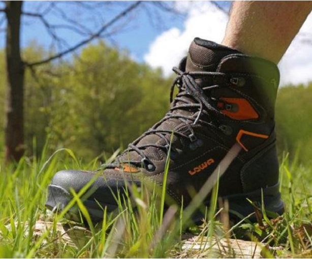 LOWA LAVAREDO GTX® MID  Una scarpa da trekking con un pellame di ... f588798a379