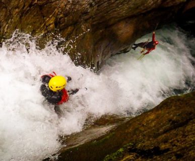 Canyoning. Foto: Federico Maggiani. Fonte:  guidecanyoning.it