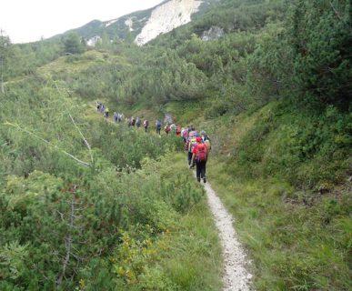 I ragazzi della Rete durante un'escursione in montagna. Fonte: facebook La Rete