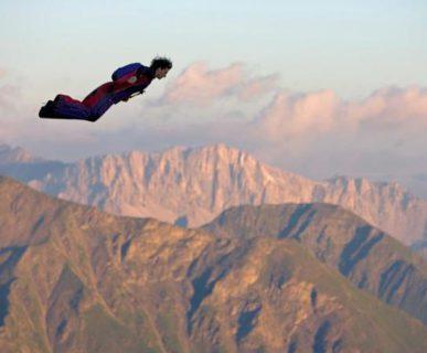 Volo in tuta alare. Fonte: www.ansa.it