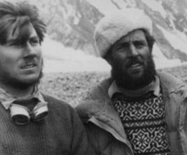 Walter Bonatti ed Erich Abram (a destra) al Campo Base del K2 nel 1954. Fonte: wikipedia.org