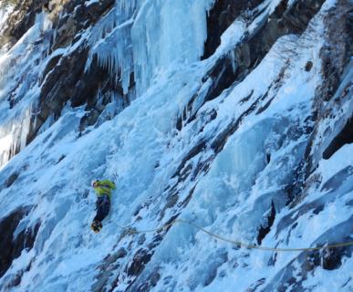 614px511-fonte-scuolamachettoit-arrampicata-su-ghiaccio