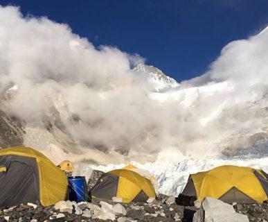 614px511- Base-Camp-Everest-foto-AlexTxikon-fonte-facebook