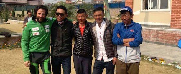 Txicon (da sinistra) e il suo team. Fonte: facebook