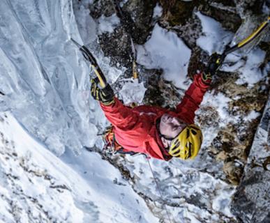 "Thomas Bubendorfer: First ascent ""Fahrenheit"", Weisssee glacier, Austria, 2015. Foto: Günther Göberl. Fonte: bubendorfer.com"