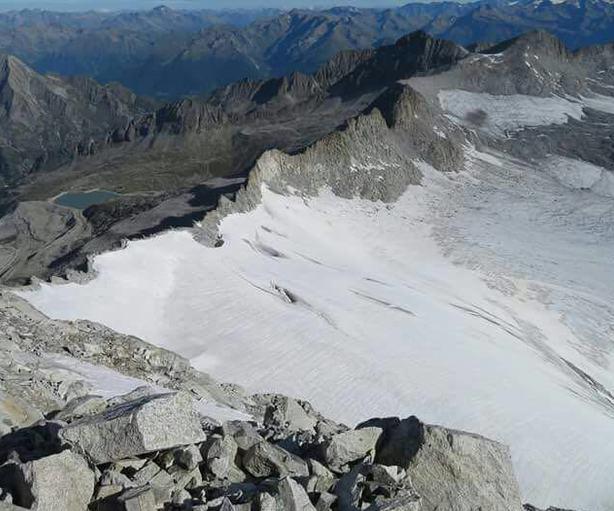 Alpinista disperso su Adamello, si cerca chi ha bivaccato con lui