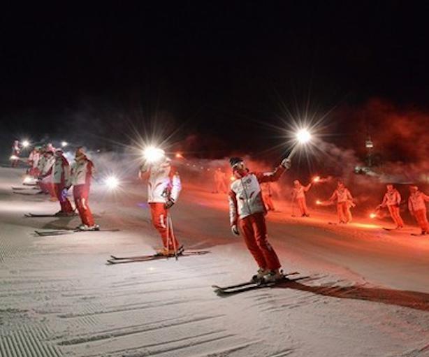 Suggestive fiaccolate di fine anno salutano il 2017 - Residence sulle piste da sci con piscina ...