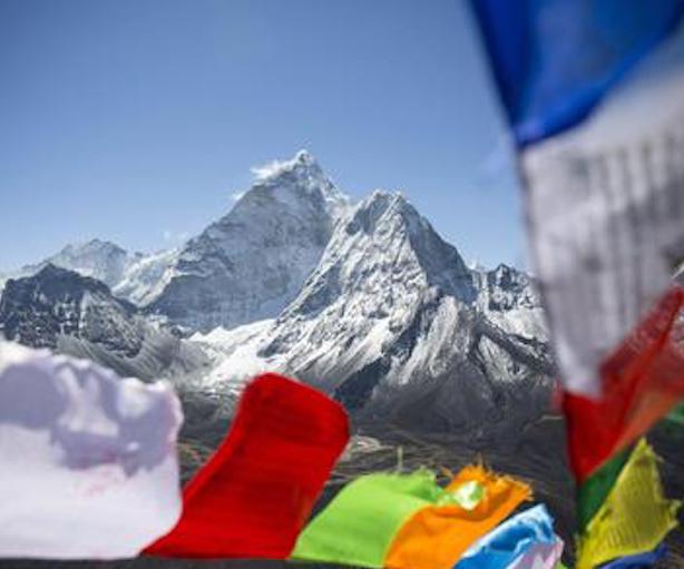 L'astronauta Maurizio Cheli ha raggiunto la vetta dell'Everest